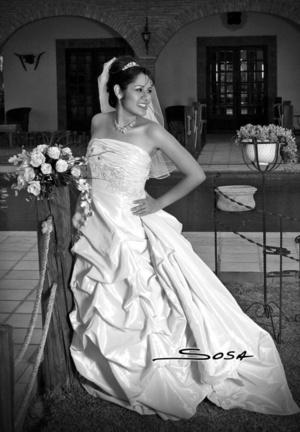 Srita. Sonia Gabriela  Contreras Castellanos el día que contrajo nupcias con el Sr. Shaw Eberhardt.  <p> <i>Studio Sosa</i>