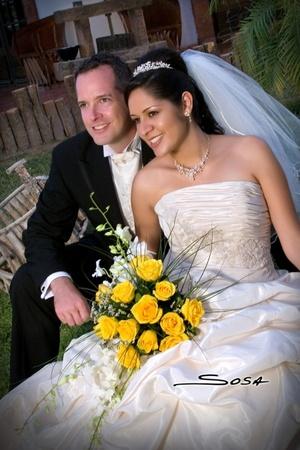 Sr. Shaw Eberhardt y Srita. Sonia Gabriela Contreras Castellanos unieron sus vidas en sagrado matrimonio en la parroquia Los Ángeles el viernes 20 de junio de 2008.  <p> <i>Studio Sosa</i>