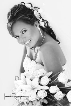 Srita. Wendy Tabita Martínez Muñiz, el día de su boda con el Sr. Víctor Antonio Fernández Rodríguez.  <p> <i>Estudio Laura Grageda</i>