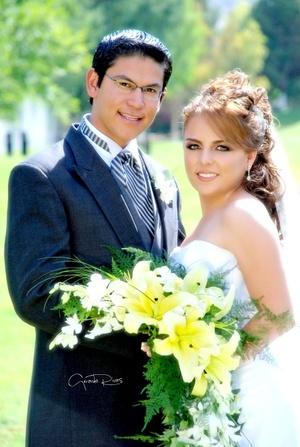 Dr. José Abraham de León Briviescas y Dra. Blanca Cecilia de la Torre López contrajeron nupcias el 21 de junio de 2008.  <p> <i>Videosecuencia Creativa Gerardo Rivas</i>