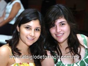 09082008 Karla y Paola Valdés.