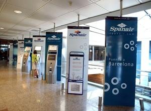 La autoridad del aeropuerto Madrid-Barajas habilitó salas para la atención sicológica de los familiares, y lo mismo ocurrió en el aeropuerto de Gran Canaria.
