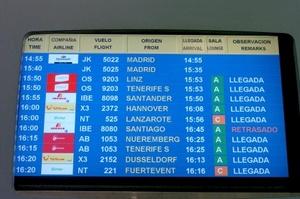 Imagen del panel de Llegadas de vuelos al Aeropuerto de Gran Canaria, en el que se observa la ausencia de información sobre el vuelo JK 5022 de Spanair que debía salir del Aeropuerto de Barajas de Madrid a las 14.55 horas y que ha sufrido un accidente durante la maniobra de despegue.
