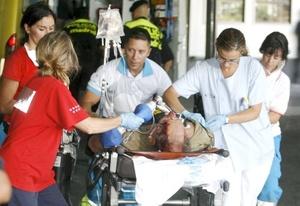 Al menos un centenar de personas murieron y unas 25 resultaron heridas de diversa consideración.