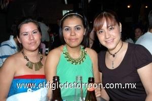 10082008 Alejandra Gómez, Flor Hernández y Yadira Cortés.