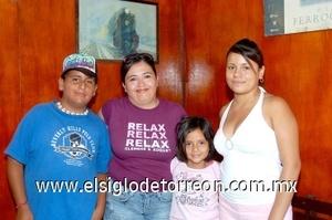 10082008 Javier Moreno, Laura Castañeda, Itzel Borja y Nayeli Gallegos.