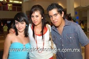 10082008 Nayely Ibarra, Alexia Cortés y Freddy de la O.