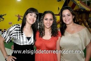 10082008 Silvana Reyes, Lucía Morado y Brenda Pérez asistieron al festejo