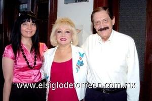 10082008 Sylvia, Gisel y Miguel Báez.
