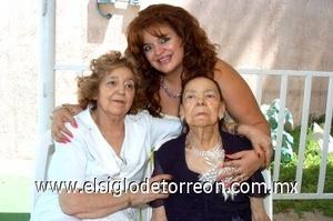 10082008 Yolanda Sada de Salazar, Yolanda Salazar de Sánchez y Angelita González Vda. de Sada.