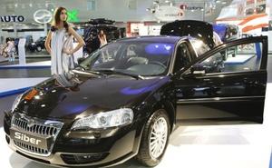 Con un frontal ligeramente revisada y fascia trasera en una generación anterior y Chrysler Sebring chasis, GAZ ha resucitado el nombre de marca Volga con el Siber sedán.