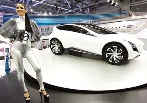 La firma nipona Mazda presentó su concepto denominado Kazami, un crossover compacto que toma los elementos vistos en otros estudios de diseño presentados por la marca en anteriores salones como serían: el Nagare, Taiki o el vehículo de competencias Furai.