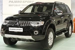 Mitsubishi presentó su último Pajero Sport SUV en el Salón del Auto Internacional en Moscú.