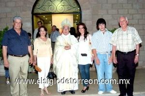 15082008 Luis Gaytán, Ana María de Gaytán, Sr. Obispo José Guadalupe Galván Galindo, Ana Cristina y Ricardo Gaytán, y Carlos Delgado
