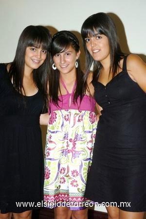 17082008 Ana Tere y Mariana Ramírez, y Ale Ruiz.