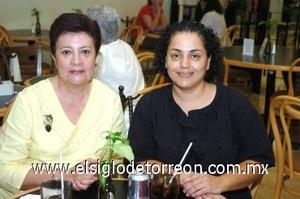 17082008 Karla González y Carolina Gallardo.