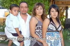 17082008 Alberto Juárez, Claudia de Juárez, Karime y Alejandro Juárez.
