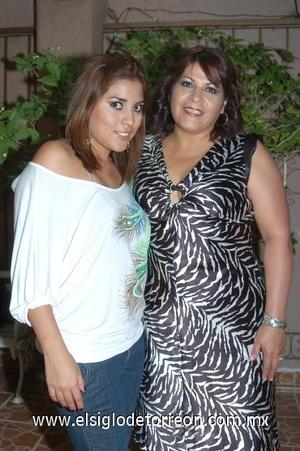 19082008 Karen Valdez Hernández y su mamá Ana Lilia Hernández.