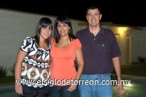 21082008 Ana Tere Ramírez, Ana Tere Silva y Jesús Ramírez.