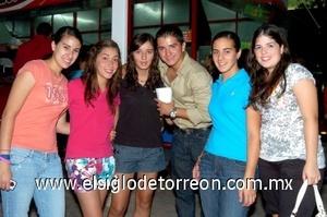 21082008 María, Clara, Mariana, Luis, Nadia y Cristy.