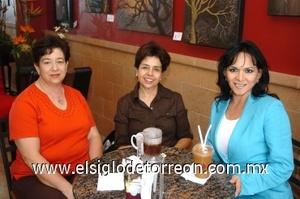 22082008 Ana María de Fernández, Irma Subealdea y Brenda Monárrez.