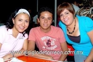 22082008 Viridiana Portillo, Érick Carrillo y Rosario Barajas.