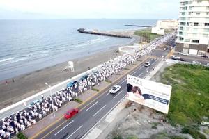 Cientos se reunieron para pedir paz en el país e iluminar la esperanza de familiares que han sido víctimas de la delincuencia organizada.