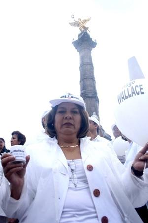En la Ciudad de México miles de personas caminaron del Ángel de la Independencia al Zócalo, en medio de exigencias de una mayor seguridad y fin a la impunidad.