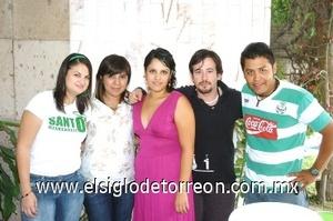 23082008 Sus amigos; Teresa  Figueroa, Susana Nava, Alan Calderón y Julio Cruz le externaron sus mejores deseos a Karim