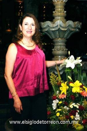 25082008 Después de algunos años de vivir fuera, regresó a Torreón, Cecilia Hernández Barrera.