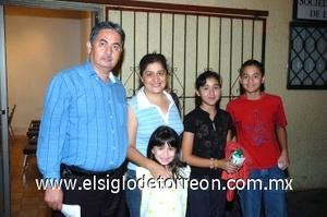 24082008 Carmen de Martínez, Agustín Martínez, Paola, Pablo y Elizabeth Martínez