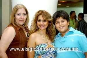 24082008 Flor de María Cardona, Lucía de Ramos y Rogelio Ramos.