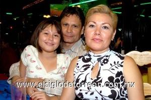 27082008 Jorge Martínez, Patricia Urrutia y Miranda Martínez