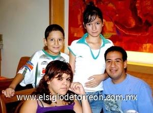 27082008 José Luis, Fernanda e Ilse Igualate, y Adrián Pompa.