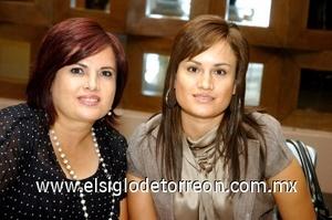28082008 Claudia y Marlene Martínez, en una despedida de soltera