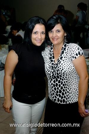 29082008 Lorena Castañeda junto a su mamá Metty Castañeda