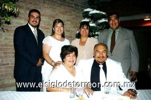 29082008 Los novios rodeados de sus hijos Álvaro, Lilia, Arcelia y Gabriel