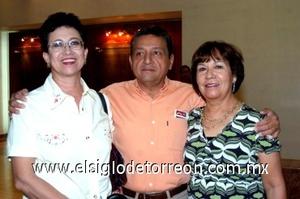 31082008 Guadalupe Castro, Magdalena Rueda y Heriberto Martínez.
