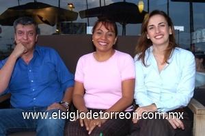 31082008 Alfonso Sada, Carmelinda Castillo y Beatriz Chousal de la Peña