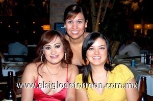 31082008 Pamela Garza festejó su cumpleaños junto a sus amigas Lizeth Oliva y Liza Bueno
