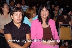 31082008 María de la Luz López y Patricia Amozorrutia.
