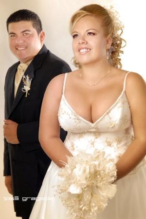 Sr. Horacio José Pérez Sánchez y Srita. Azucena Anahí Lucio Limón y  contrajeron matrimonio en la parroquia del Centro Saulo el sábado dos de agosto de 2008.  <p> <i>Estudio José Grageda</i>