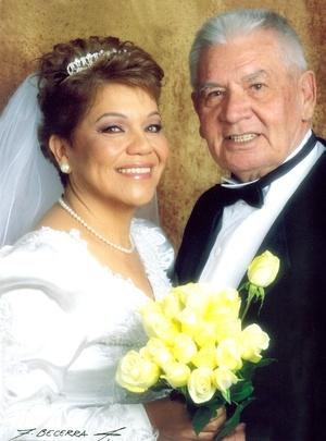 Sr. Robert James Stoddard y Srita. Lic. María Elsa Ramírez Murillo contrajeron matrimonio por lo civil en Laredo, Texas, el 18 de diciembre de 2006.