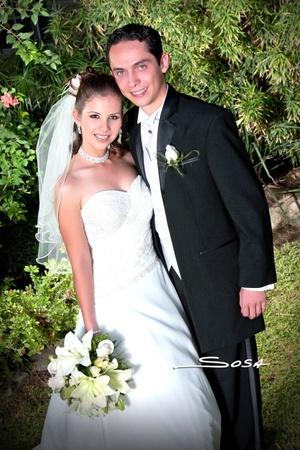 Ing. Miguel Luis Rocha Hernández y Lic. Verónica Mayela Reyes Rocha unieron sus vidas en sagrado matrimonio en la parroquia Los Ángeles el sábado 16 de agosto de 2008.  <p> <i>Estudio Sosa</i>