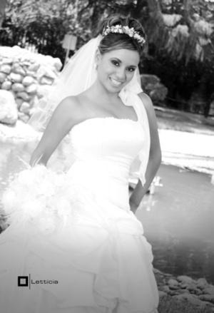 Srita. Abigaíl Mendoza Herrera, el día que unió su vida en matrimonio con el Sr. José Francisco René García Soto.  <P> <I>Estudio Letticia</I>