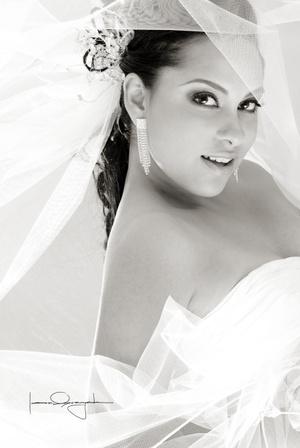Srita. Anaís Dena Hernández unió su vida en matrimonio a la del Sr. José Ángel Ramírez Ávila.  <p> <i>Estudio Laura Grageda</i>