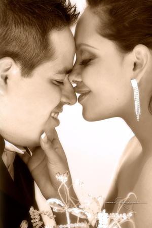 Sr. José Ángel Ramírez Ávila y Srita. Anaís Dena Hernández y  unieron sus vidas en sagrado matrimonio en la parroquia Los Ángeles, el sábado 12 de julio de 2008.  <p> <i>Estudio Laura Grageda</i>