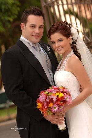 Sr. Maurizzio Alessandro Piva Porras y Srita. Blanca Lilia Máynez Eppen contrajeron matrimonio en la parroquia Los Ángeles, el sábado 12 de julio de 2008.  <p> <i>Estudio Carlos Maqueda</i>