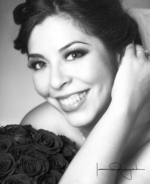 Srita. Carolina Corona Luna el día de su boda con el Sr. Javier Gallegos García <p> <i>Estudio Laura Grageda</i>