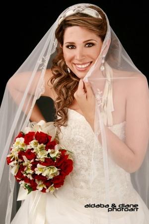 Srita. Diana López Rodríguez el día de su matrimonio con el Sr. Hugo Israel Aldaba Luján.  <p> <i>Aldaba & Diane Fotografía</i>